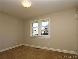 Photo 13: 211 Robertson St in VICTORIA: Vi Fairfield East House for sale (Victoria)  : MLS®# 585604