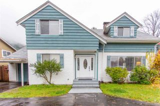 """Photo 2: 41318 KINGSWOOD Road in Squamish: Brackendale House for sale in """"Eagle Run"""" : MLS®# R2122641"""