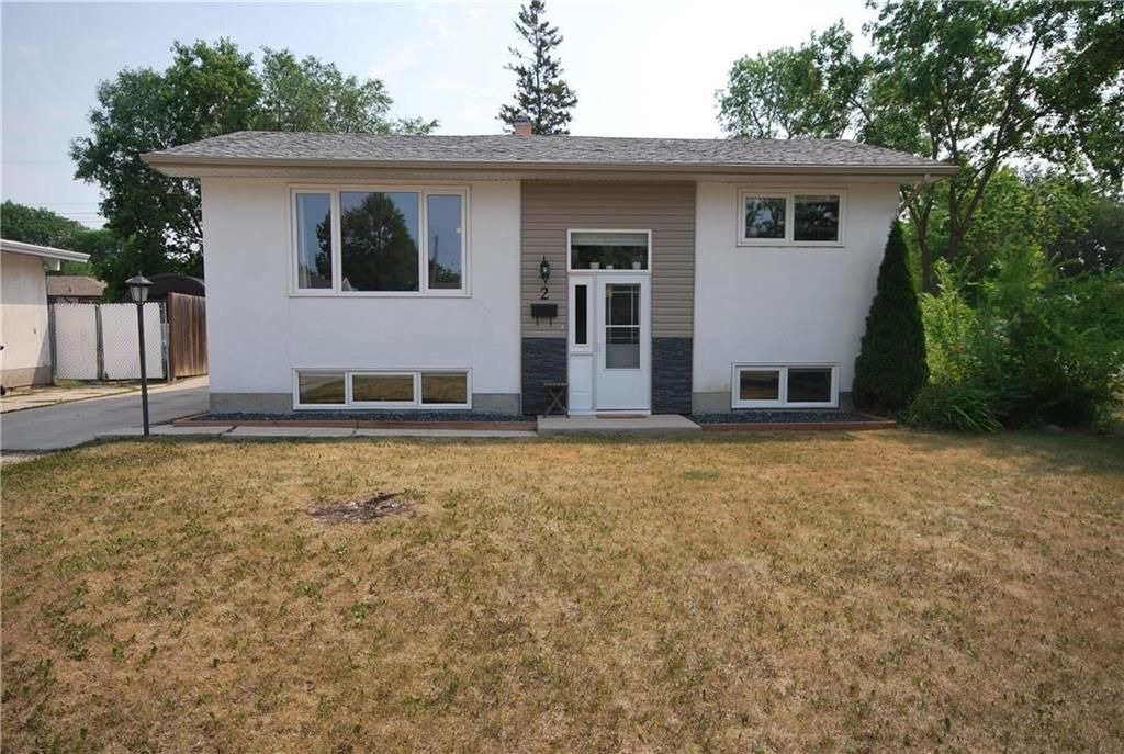 Main Photo: 2 Cranbrook Bay in Winnipeg: East Transcona Residential for sale (3M)  : MLS®# 202118878