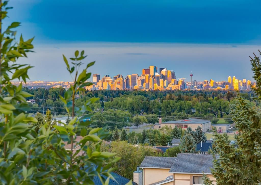 Main Photo: 2724 Signal Ridge View SW in Calgary: Signal Hill Detached for sale : MLS®# A1142621