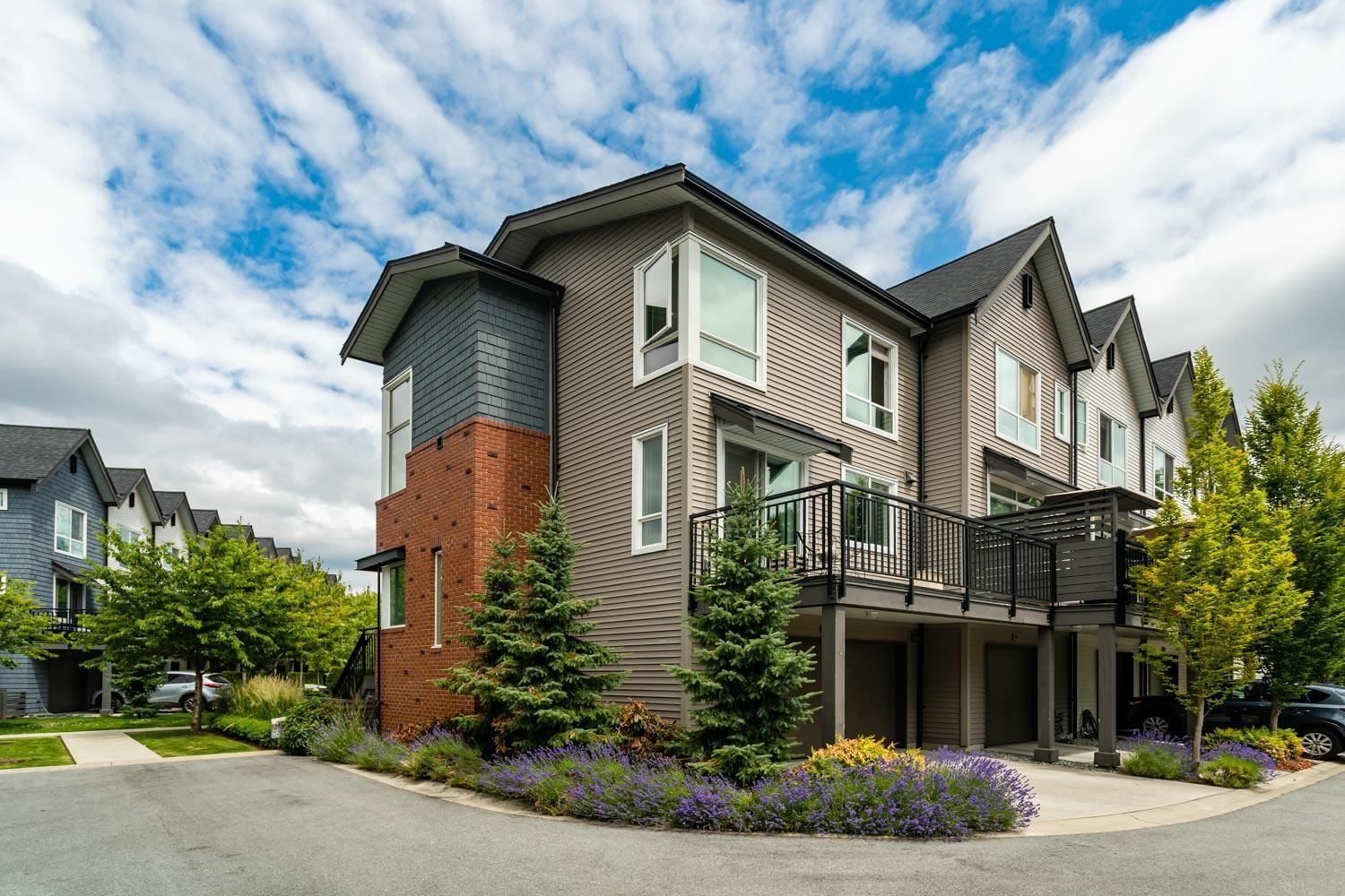 """Main Photo: 49 2358 RANGER Lane in Port Coquitlam: Riverwood Townhouse for sale in """"FREEMONT"""" : MLS®# R2598599"""