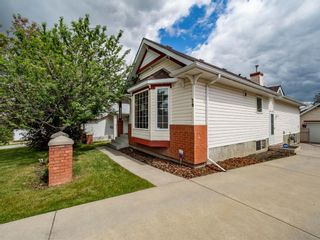 Photo 3: 29 Somerset Gate SW in Calgary: Somerset Detached for sale : MLS®# A1123677