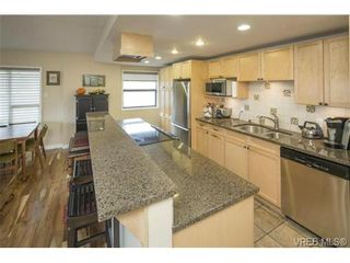 Photo 10: 701 819 Burdett Ave in VICTORIA: Vi Downtown Condo for sale (Victoria)  : MLS®# 685027