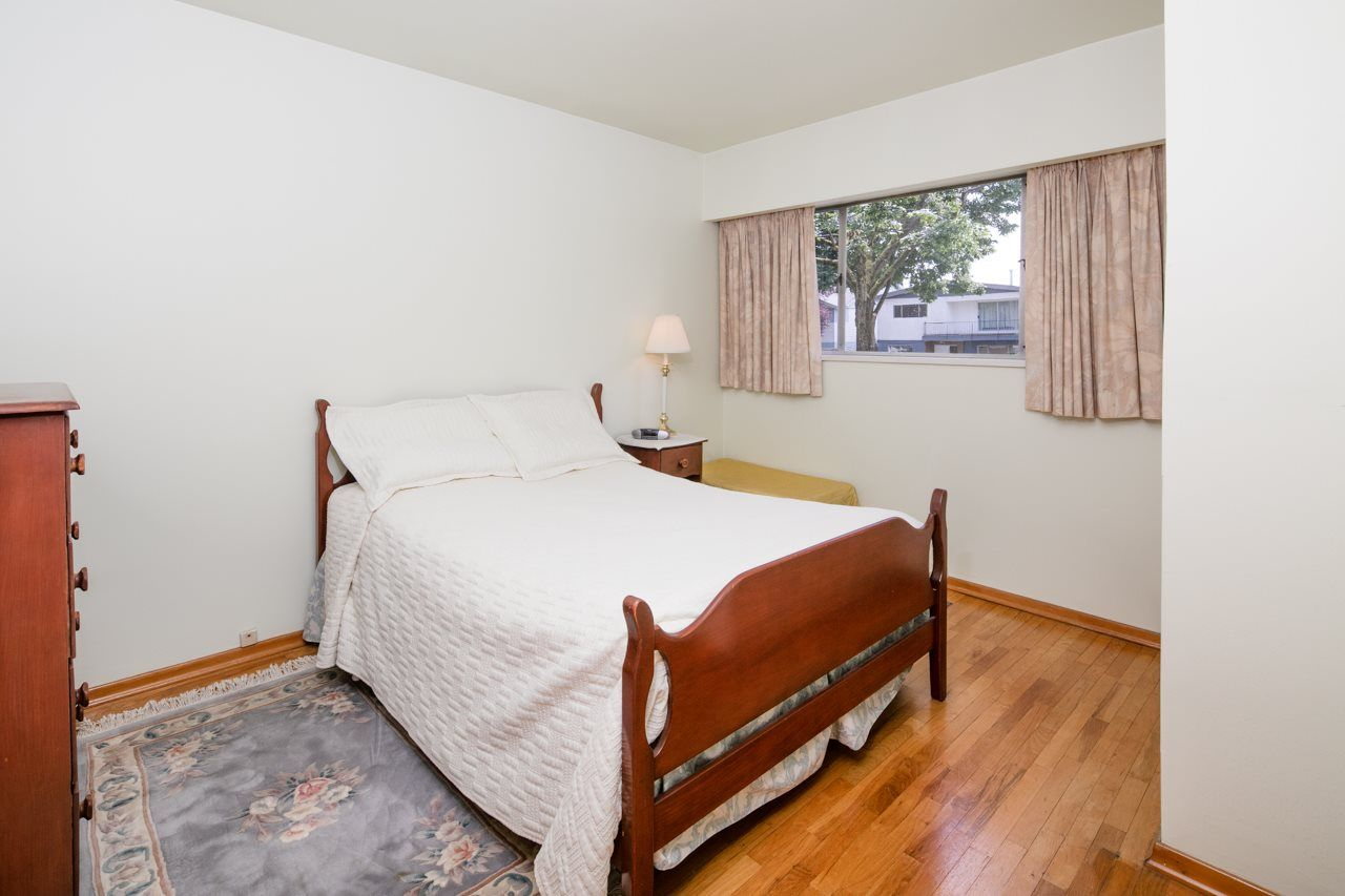 Photo 10: Photos: 3025 E 45TH Avenue in Vancouver: Killarney VE House for sale (Vancouver East)  : MLS®# R2083765