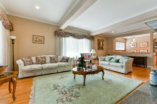 """Photo 3: 733 MCKAY Street in New Westminster: The Heights NW House for sale in """"Massey Heights"""" : MLS®# R2460631"""