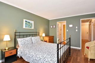 """Photo 11: 204 1458 BLACKWOOD Street: White Rock Condo for sale in """"Champlain Manor"""" (South Surrey White Rock)  : MLS®# R2208824"""