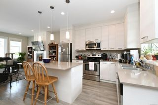 Photo 3: 13 3356 Whittier Ave in : SW Rudd Park Row/Townhouse for sale (Saanich West)  : MLS®# 861461