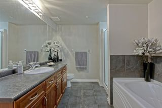 Photo 12: 9020 JASPER AV NW in Edmonton: Zone 13 Condo for sale : MLS®# E4122786
