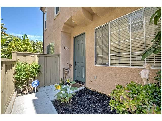Photo 3: Photos: SCRIPPS RANCH Townhouse for sale : 3 bedrooms : 11821 Miro Circle in San Diego