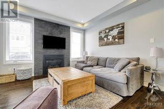 Photo 3: 137 FLOWING CREEK CIRCLE in Ottawa: House for sale : MLS®# 1265124