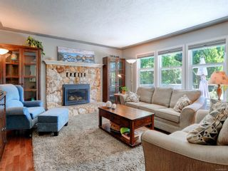 Photo 2: 559 Bunker Rd in Colwood: Co Latoria House for sale : MLS®# 882241