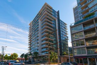 """Photo 3: 528 1783 MANITOBA Street in Vancouver: False Creek Condo for sale in """"Residences at West"""" (Vancouver West)  : MLS®# R2595306"""