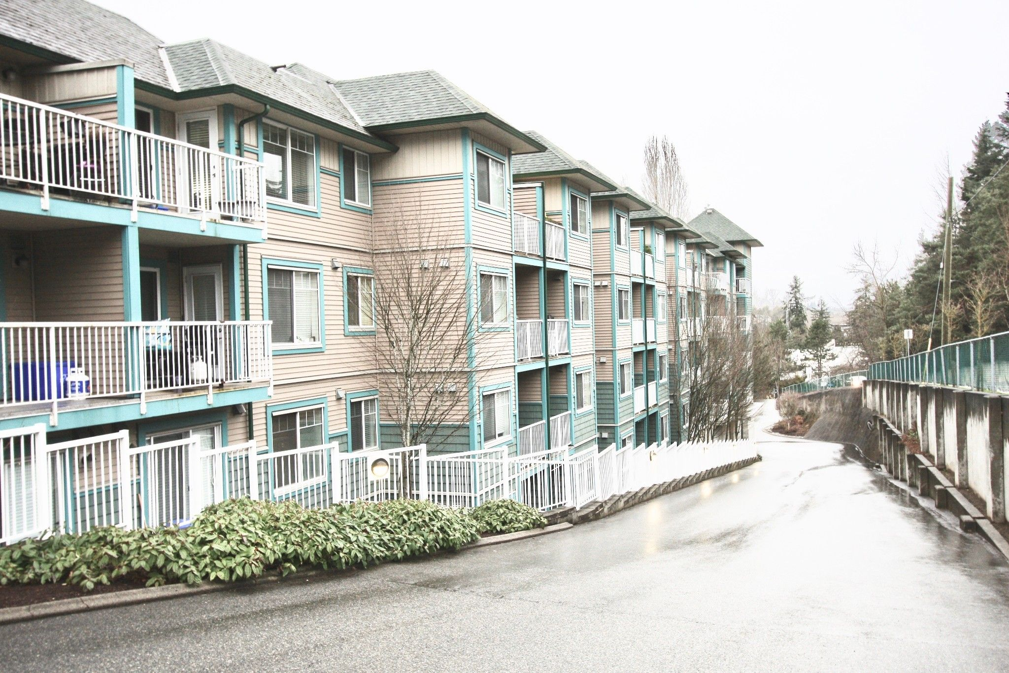 Main Photo: 308 33960 Old Yale Road in Abbotsford: Abbotsford East Condo for sale : MLS®# R2547192