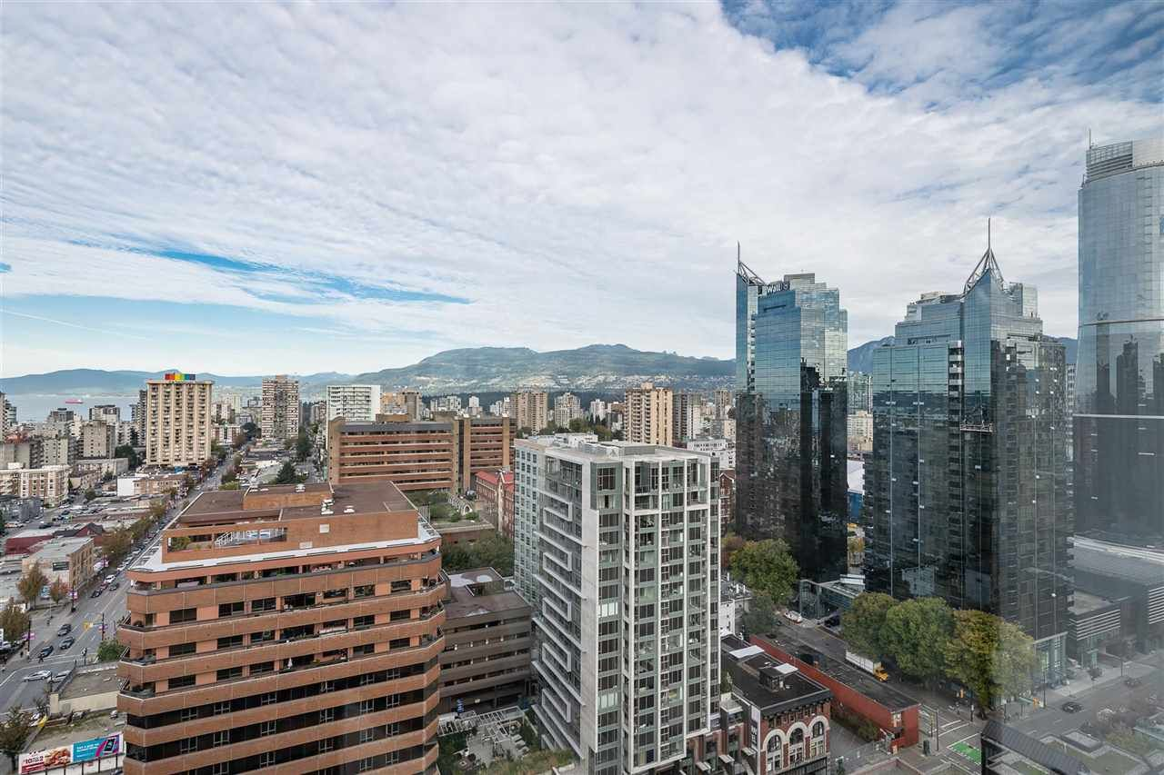 """Photo 4: Photos: PH4 1189 HOWE Street in Vancouver: Downtown VW Condo for sale in """"The Genesis"""" (Vancouver West)  : MLS®# R2513563"""