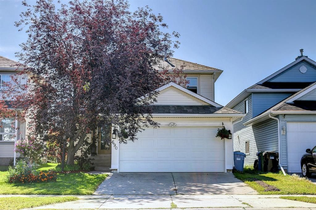 Main Photo: 690 Coventry Drive NE in Calgary: Coventry Hills Detached for sale : MLS®# A1144228