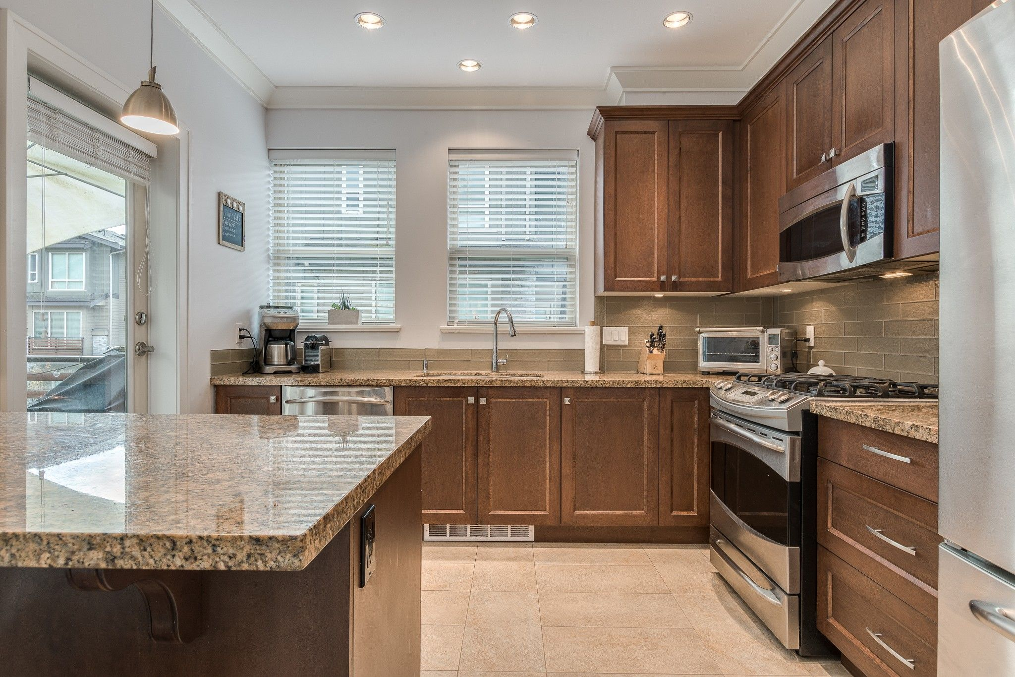 Photo 5: Photos: 24 897 Premier Street in : Lynnmour Townhouse for sale (North Vancouver)