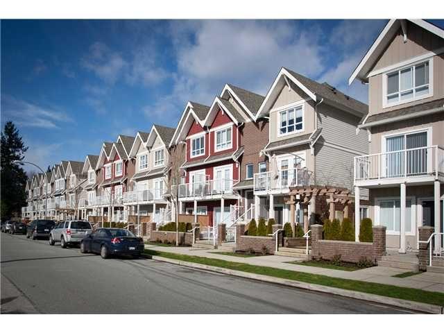 Main Photo: 1661 FRASER Avenue in Port Coquitlam: Glenwood PQ Condo