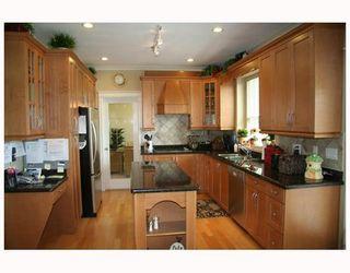 "Photo 4: 5465 COMMODORE Drive in Ladner: Neilsen Grove House for sale in ""MARINA GARDEN ESTATES"" : MLS®# V702939"