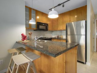 """Photo 3: 1606 989 RICHARDS Street in Vancouver: Downtown VW Condo for sale in """"MONDRIAN I"""" (Vancouver West)  : MLS®# R2122201"""