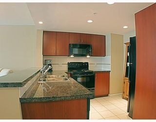 Photo 2: 1606 235 GUILDFORD Way in Port_Moody: North Shore Pt Moody Condo for sale (Port Moody)  : MLS®# V772912
