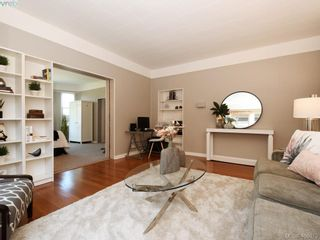 Photo 3: 453 Moss St in VICTORIA: Vi Fairfield West House for sale (Victoria)  : MLS®# 806984