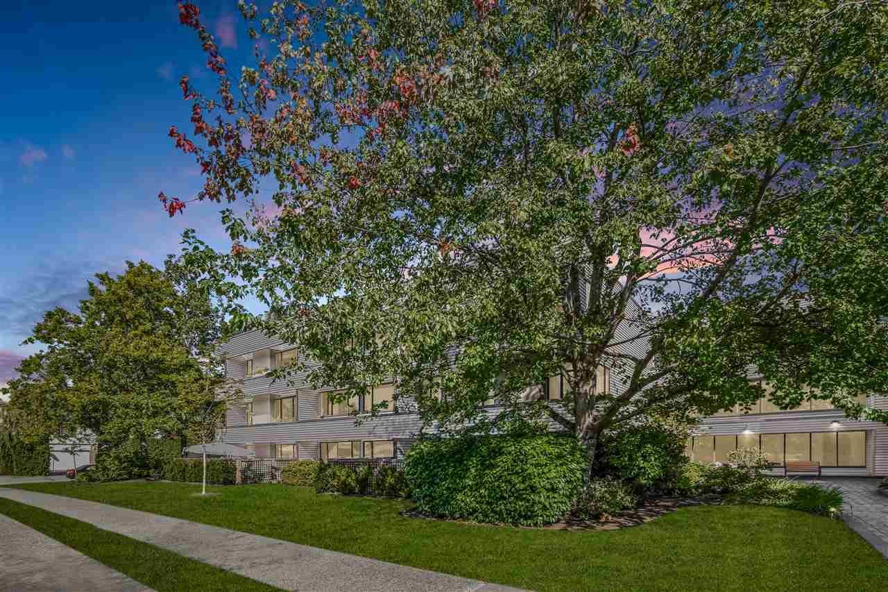 "Main Photo: 312 15313 19 Avenue in Surrey: King George Corridor Condo for sale in ""Village Terrace"" (South Surrey White Rock)  : MLS®# R2494075"