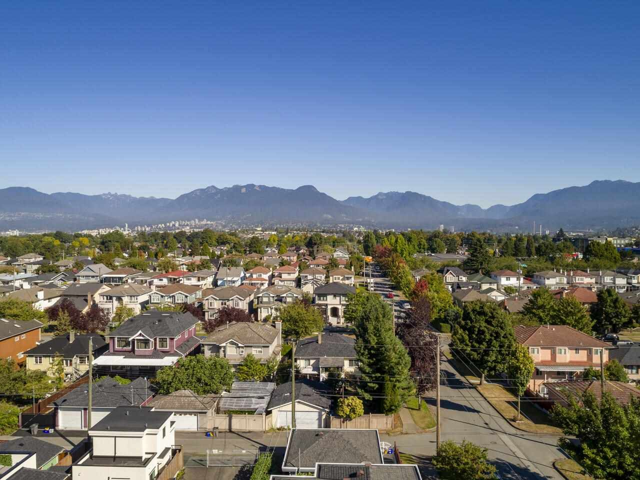 """Photo 5: Photos: 2796 E 4TH Avenue in Vancouver: Renfrew VE House for sale in """"Renfrew Heights"""" (Vancouver East)  : MLS®# R2496647"""