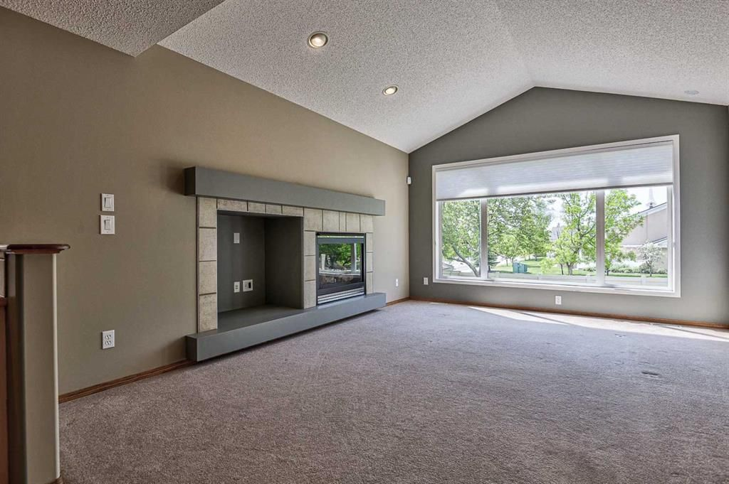 Photo 12: Photos: 106 Everwillow Close SW in Calgary: Evergreen Detached for sale : MLS®# A1116249