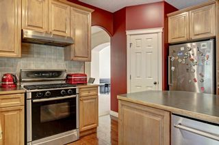 Photo 7: 30 Simcrest Manor SW in Calgary: Signal Hill Detached for sale : MLS®# A1146154