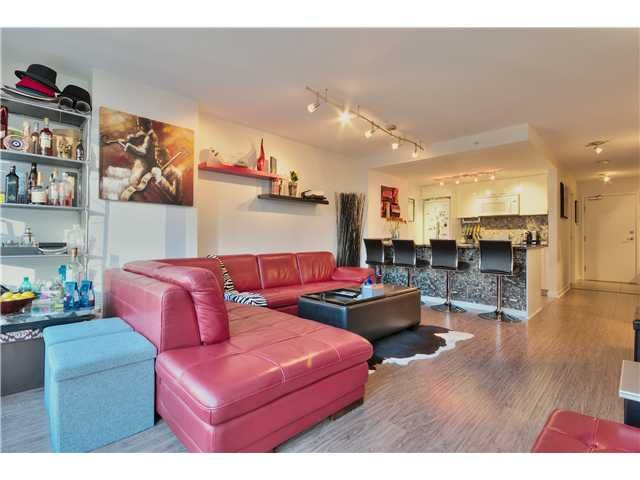 Main Photo: 905 788 HAMILTON Street in Vancouver: Downtown VW Condo for sale (Vancouver West)  : MLS®# V1043818