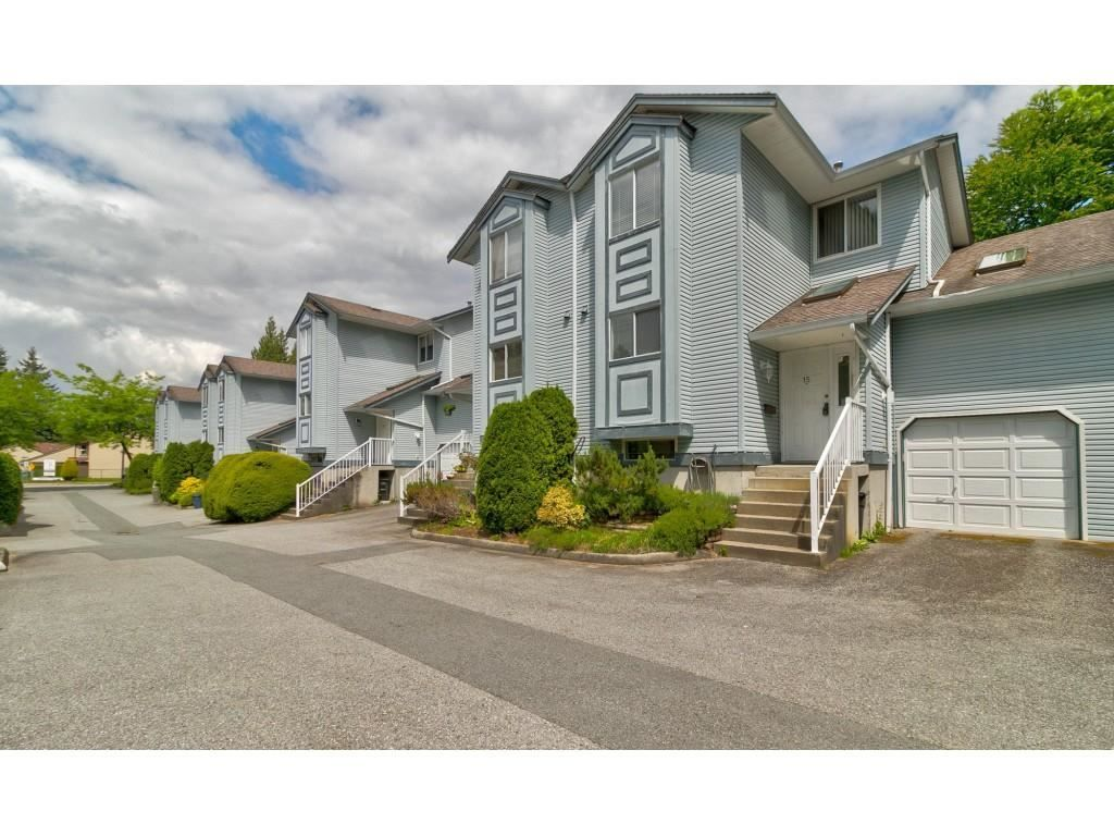 """Main Photo: 15 19252 119 Avenue in Pitt Meadows: Central Meadows Townhouse for sale in """"Willow Park 3"""" : MLS®# R2584640"""