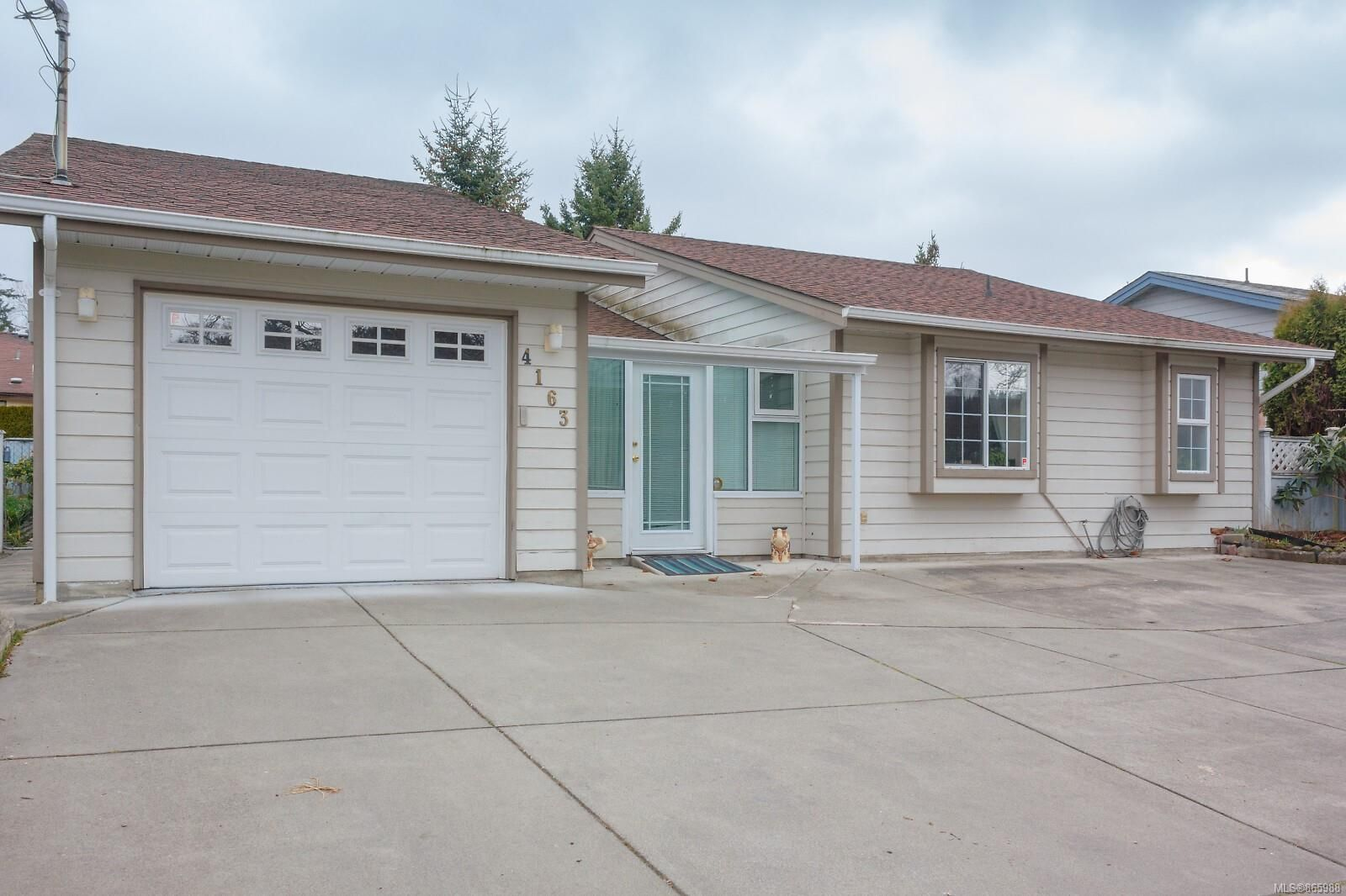 Main Photo: 4163 Shelbourne St in : SE Gordon Head House for sale (Saanich East)  : MLS®# 865988