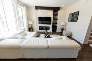 Photo 8: 212 Creekside Road in Winnipeg: Bridgwater Lakes Residential for sale (1R)  : MLS®# 202112826