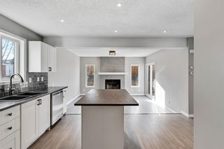 Photo 8: 19 Shawinigan Way SW in Calgary: Shawnessy Detached for sale : MLS®# A1088622
