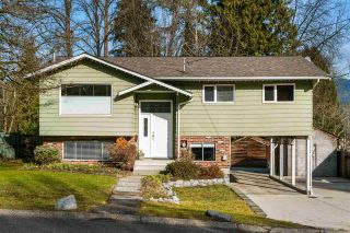 Photo 1: 2104 ST GEORGE Street in Port Moody: Port Moody Centre House for sale : MLS®# R2544194