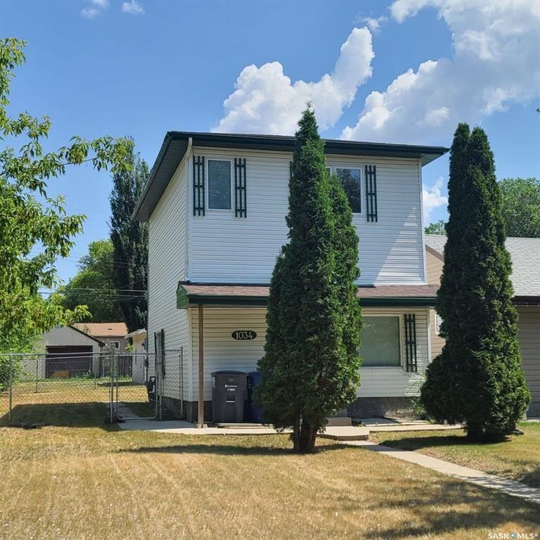Main Photo: 1034 L Avenue North in Saskatoon: Hudson Bay Park Residential for sale : MLS®# SK863227
