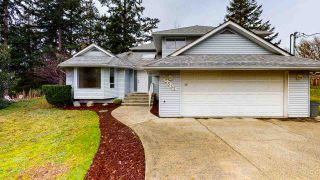 Photo 1: 5555 WINTER Road in Sechelt: Sechelt District House for sale (Sunshine Coast)  : MLS®# R2527454