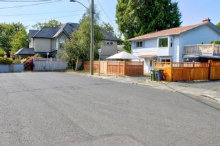 Photo 4: 1704 Carrick St in : Vi Jubilee House for sale (Victoria)  : MLS®# 883440