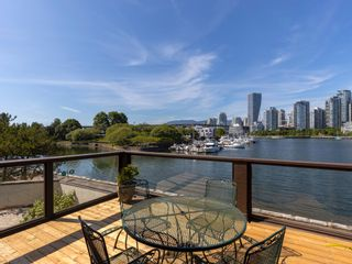 """Photo 1: 1128 IRONWORK PASSAGE in Vancouver: False Creek Townhouse for sale in """"SPRUCE VILLAGE"""" (Vancouver West)  : MLS®# R2382408"""