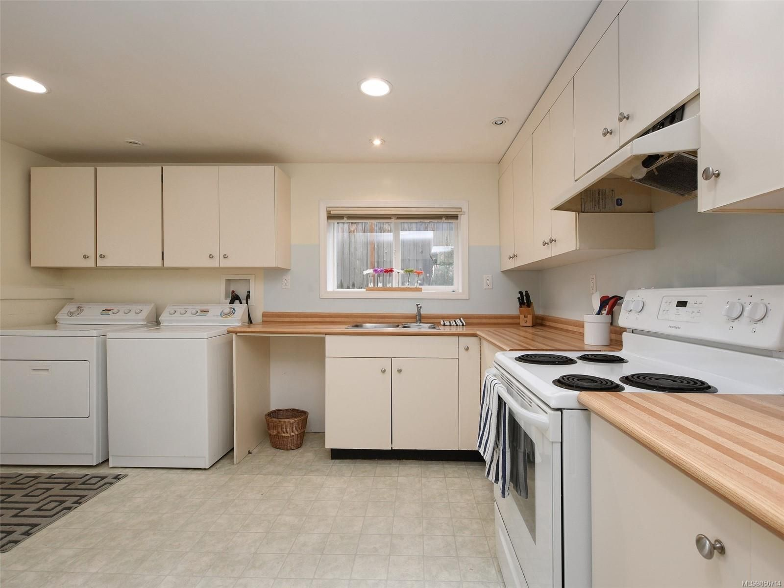 Photo 16: Photos: 3909 Ansell Rd in : SE Mt Tolmie House for sale (Saanich East)  : MLS®# 856714