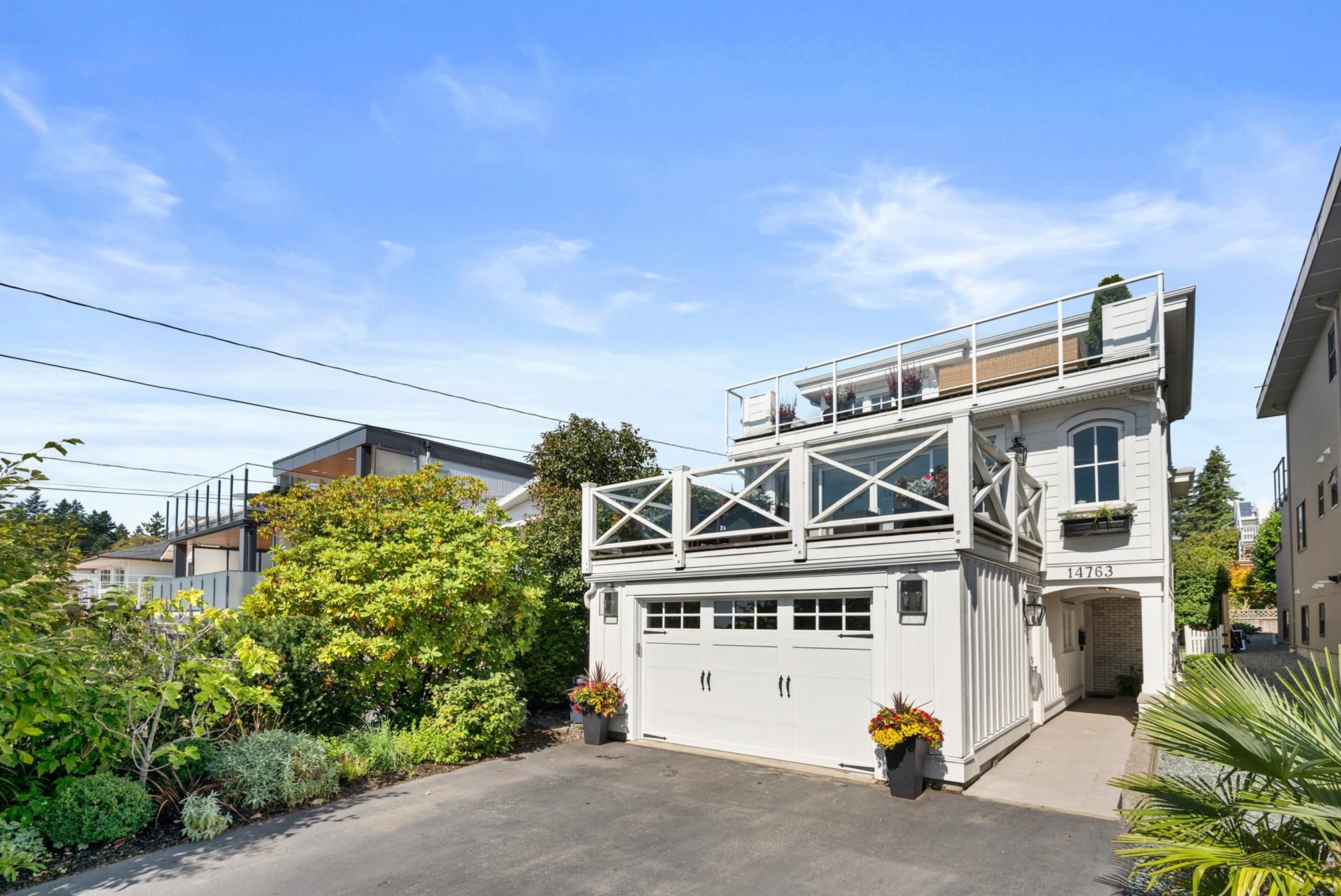 Main Photo: 14763 THRIFT Avenue: White Rock House for sale (South Surrey White Rock)  : MLS®# R2617830