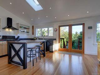 Photo 9: 625 Harbinger Ave in Victoria: Vi Fairfield West Full Duplex for sale : MLS®# 860340