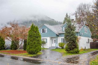 """Photo 1: 41318 KINGSWOOD Road in Squamish: Brackendale House for sale in """"Eagle Run"""" : MLS®# R2122641"""