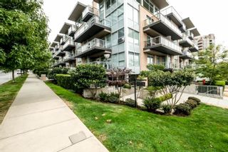 "Photo 2: TH4 1288 CHESTERFIELD Avenue in North Vancouver: Central Lonsdale Townhouse for sale in ""ALINA"" : MLS®# R2204049"