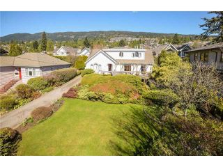 Photo 2: 2337 Jefferson Av in West Vancouver: Dundarave House for sale : MLS®# V1139571