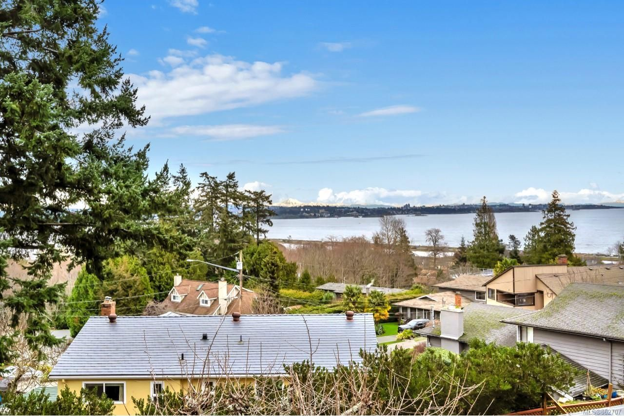 Main Photo: 300 Milburn Dr in Colwood: Co Lagoon House for sale : MLS®# 862707