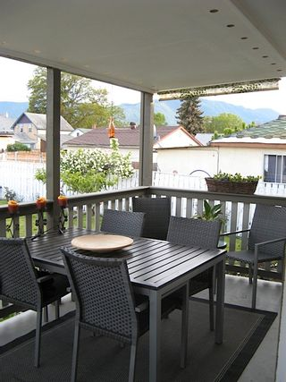 Photo 8: 316 SE Wade Avenue w in Penticton: Residential Detached for sale