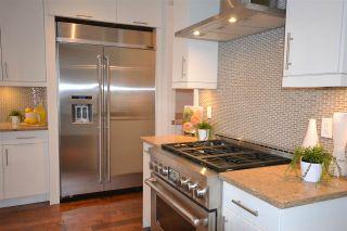 Photo 5: 15531 COLUMBIA Avenue: White Rock House for sale (South Surrey White Rock)  : MLS®# R2012260
