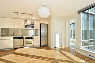 """Photo 5: 1102 788 HAMILTON Street in Vancouver: Downtown VW Condo for sale in """"TV TOWERS 1"""" (Vancouver West)  : MLS®# R2217324"""
