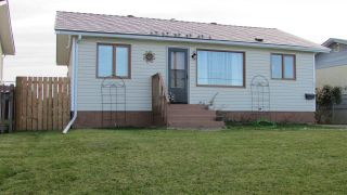 "Photo 2: 8511 98 Avenue in Fort St. John: Fort St. John - City SE House for sale in ""NORTH AENNOFIELD"" (Fort St. John (Zone 60))  : MLS®# R2492750"